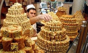 أسعار الحلويات المصنعة بالسمن النباتي والحيواني في أسواق دمشق.. وكيلو المبرومة بالفستق الحلبي بـ1775 ليرة