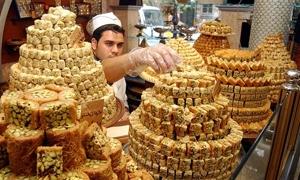 قبيل العيد.. اتفاق على تخفيض أسعار الحلويات 5% فقط!!
