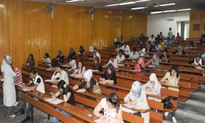مرسوم بمنح دورة امتحانية إضافية واحدة للطلاب الجامعيين الذي رسبوا في أي مقرر من امتحانات العام الحالي