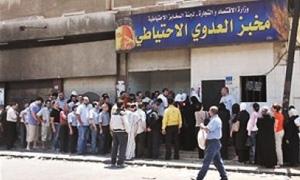 أفران دمشق تستلم نصف احتياجها من الطحين.. ووعود  بالحل بدءاً من الخميس