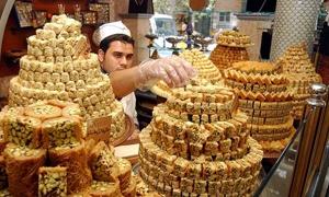 الوزير صفية يتفقد سوق الحلويات ويؤكد حرص الدولة على توفير المستلزمات اللازمة للحفاظ على هذه الصناعة