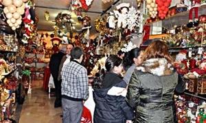 مستلزمات أعياد الميلاد.. غلاء أذهب الفرحة والمناسبة وشجرة الميلاد بـ5 آلاف ليرة