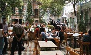 كيف ألقت الأزمة بظلالها على المطاعم في سورية..وقسمت الرواد حسب الرفاهية؟