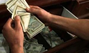 في جلسة التدخل يوم أمس .. رفع سعر مبيع الدولار للمواطنين إلى 165 ليرة