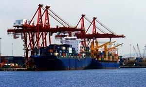 تزويد شاحنات نقل البضائع بالمازوت من البواخر الموجودة في المرافئ السورية وبالسعر العالمي