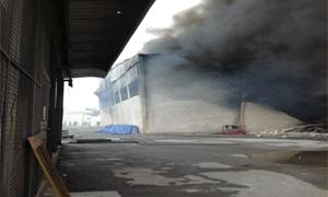 إخماد حريق في محلين تجاريين في الحريقة