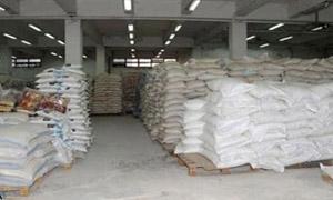 ضبط مواد غذائية منتهية الصلاحية في سوق الجملة بمنطقة الزبلطاني بدمشق