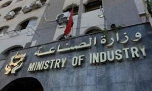 وزير الصناعة يطلب التدقيق في عقود استثمار