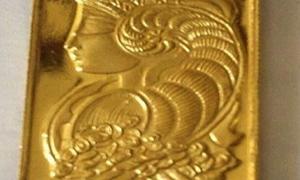 سعرها 239 ألف ليرة.. الصاغة: نفاد الكمية الأولى المطروحة من الأونصة الذهبية السورية في الأسواق