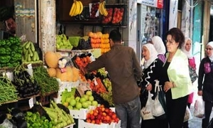 أسعار الخضار والفواكه واللحوم تحافظ على مستوياتها المرتفعة في دمشق.. الباذنجان يحلق إلى 175 ليرة والبيض بـ750 ليرة