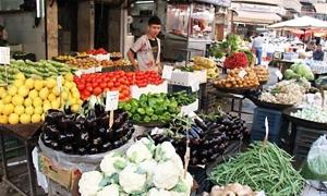 الخضار والفواكه في أسواق دمشق وريفها مرتفعة كالعادة.. الكوسا والفاصولياء والباميا فوق الـ250 والبطاطا بـ170 ليرة
