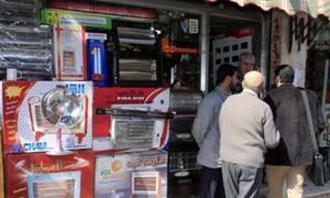 تقرير :ارتفاع كبير في أسعار مستلزمات الشتاء.. جنون بأسعار الألبسة ومدفأة الكهرباء بـ 12 ألف ليرة والسجادة بـ33 ألفاً