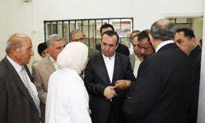 محافظ ريف دمشق: الأولوية في توزيع المواد التموينية والمحروقات للأسر المهجرة