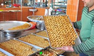 مصنعة بالسمن النباتي وتباع على انها بالسمن العربي.. في دمشق كيلو الحلويات المشكلة الممتازة بـ4400 ليرة