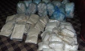 القبض على مروج مخدرات وبحوزته 11 كيلو من الحشيش وحبوب الكبتاغون