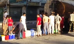 سعر برميل المياه بـ700 ليرة.. انقطاع المياه عن معظم أحياء دمشق منذ يومين ووعود حكومية بحل الأزمة خلال ساعات