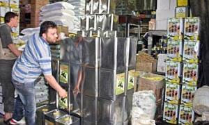 دمشق: مصادرة 500 صندوق من حليب الأطفال و2100 عبوة بطاطا الشيبس منتهي الصلاحية