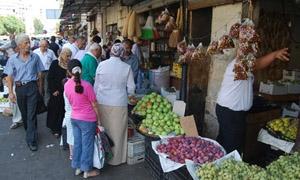تفاوت كبير بأسعار الخضار والفواكه في اللاذقية..وارتفاع قد يصل للضعف بين حي وآخر