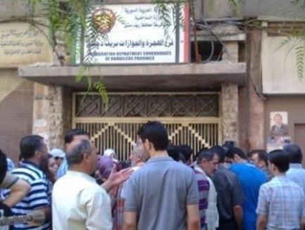 قرار  يلزم الشباب السوريين بالحصول على موافقة التجنيد و