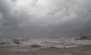إعادة فتح ميناء اللاذقية بعد بدء انحسار العاصفة