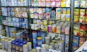 حماية المستهلك تضبط أكثر من 132 ألف علبة حليب مجفف للأطفال محتكرة في مستودع
