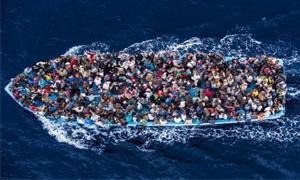 الغارديان: مهندس مدني سوري يتربّع على عرش تهريب اللاجئين من مصر إلى إيطاليا