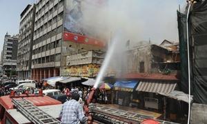 نشوب حريق في ورشة بسوق ساروجة بدمشق وفوج الإطفاء يسيطر عليه