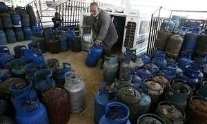 في دمشق..موزعو الغاز يتلاعبون بأسعار مبيع الاسطوانات