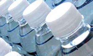 عبوة المياه 2 ليتر تباع بأكثر من سعر عبوة الـ 5 لترات!! والمواطن يستغيث