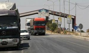 25 شاحنة سورية تعبر الحدود الأردنية يومياً