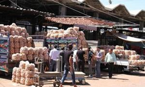سوق الهال بدمشق:ارتفاع اسعار الخضار والفواكه سببه توقف حركة استيراد البضائع من الخارج
