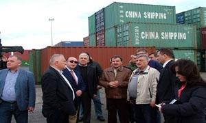 وفد تجاري وصناعي روسي يطلع على عدد من المشاريع الزراعية والصناعية باللاذقية وطرطوس