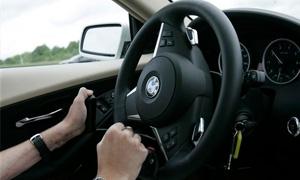 النقل: لا يجوز نقل ملكية أو قيد السيارات أثناء الرخصة المؤقتة