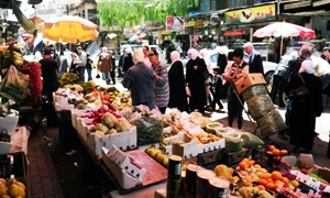 محافظة دمشق تبدأ حملة لإزالة إشغالات الأرصفة