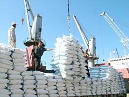 تجار: تقليص تمويل مستوردات المواد الأساسية إلى النصف من المركزي..و الاقتصاد تنفي!!