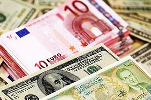 الدولار الأمريكي يتراجع 15.7 بالمئة مقابل الليرة السورية خلال العام 2017