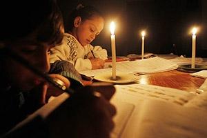 بالأرقام .. هذا ما يدفعه المواطن السوري جراء انقطاع الكهرباء!
