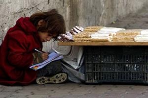 خبير اقتصادي: ثلث الشعب السوري وصل إلى الفقر المدقع..و 200 ألف ليرة حاجة الأسرة شهرياً