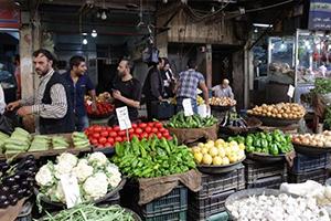 وزير التموين يطالب السوريون بالتوجه إلى الأسواق الشعبية لأنها (أرخص)