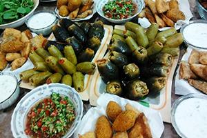 تقرير: 150 ألف ليرة تكلفة وجبة غداء الأسرة السورية شهرياً..و 225 ألف إذا تناولت الفلافل!!