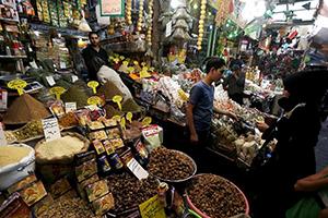 أسعار السلع التموينية تشهد إرتفاعاً حاداً في دمشق..تجار الجملة يفكرون بالإغلاق النهائي!!