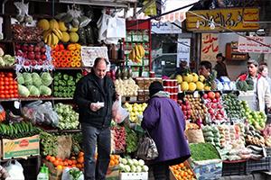 إليكم نشرة أسعار الخضار والفواكه الأسبوعية في دمشق.. البائعون قلقون من سعر الصرف