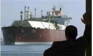 ناقلة ايرانية محملة بالنفط السوري ترسو قبالة ميناء عباس الايراني