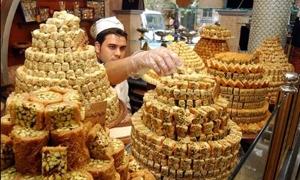1600 ليرة للمبرومة! .. تجار ومواطنين: أرباحنا انخفضت 70%  و100% إرتفاع بأسعار الحلويات