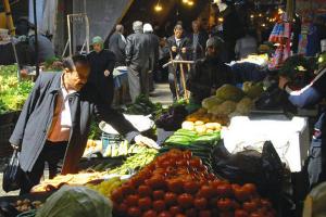 تقرير: تكاليف المعيشة في دمشق ترتفع 42% لتتجاوز المليون ليرة شهرياً حتى آذار 2021