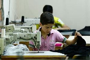 مسح جديد:غالبية السوريين في تركيا يعملون في وظائف غير مسجلة وبأجور تقل بنسبة 25-50%