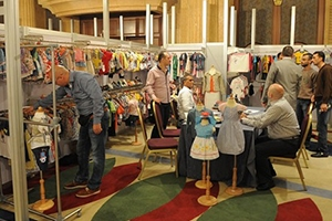 مصنعو ألبسة الأطفال السوريون في مصر يسعون لإفشال معرض دمشق الدولي بإقامة معرض لهم بنفس الوقت