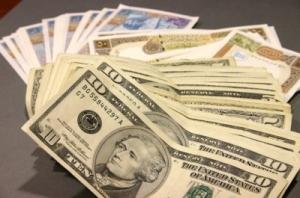 خبير اقتصادي يوضح: شركات الصرافة تحاول التلاعب بسعر الصرف لإثبات أهميتها في عملية التدخل