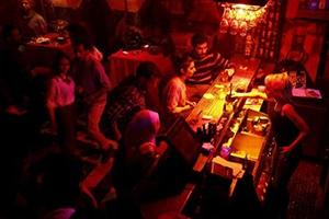 أغنياء سورية: 10 بالمئة من الشعب السوري فقط يعيشون برفاهية..و 200 ألف ليرة المصروف الشهري لطفل العائلة الغنية ولا يكفيه!!