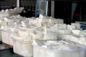 قضية الأغذية الفاسدة في برادات شركة الألبان تتفاعل و العشرات الى الأمن الجنائي